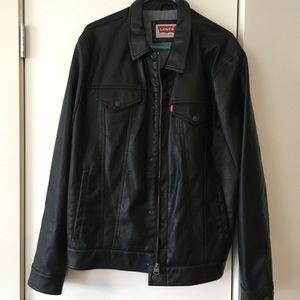 Levi's Men's leather jacket. Size XL.
